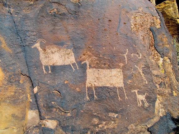 Large bighorn sheep petroglyphs