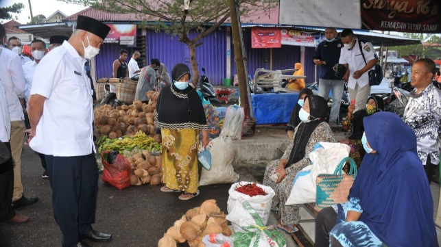 Gubernur Mahyeldi Sebut Bantuan Sosial Bantu Tingkatkan Imun Masyarakat