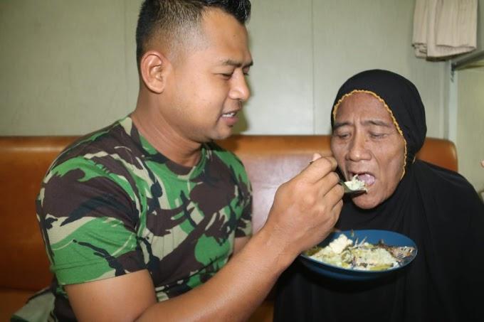 Pulang Kampung, Prajurit Satgas Yonif 411 Kostrad dan Srikandi KRI Banda Aceh Rawat Nenek Sumiyati
