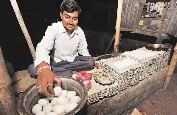 सुपौल/BIHAR NEWS:कभी लगाते थे अंडे की रेहड़ी, Clear कर दिखाया UPSC