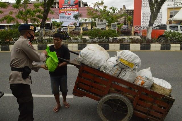Distribusi Infaq 2000 Cara Brimob Polda Kaltim Berbagai Ditengah Pandemi