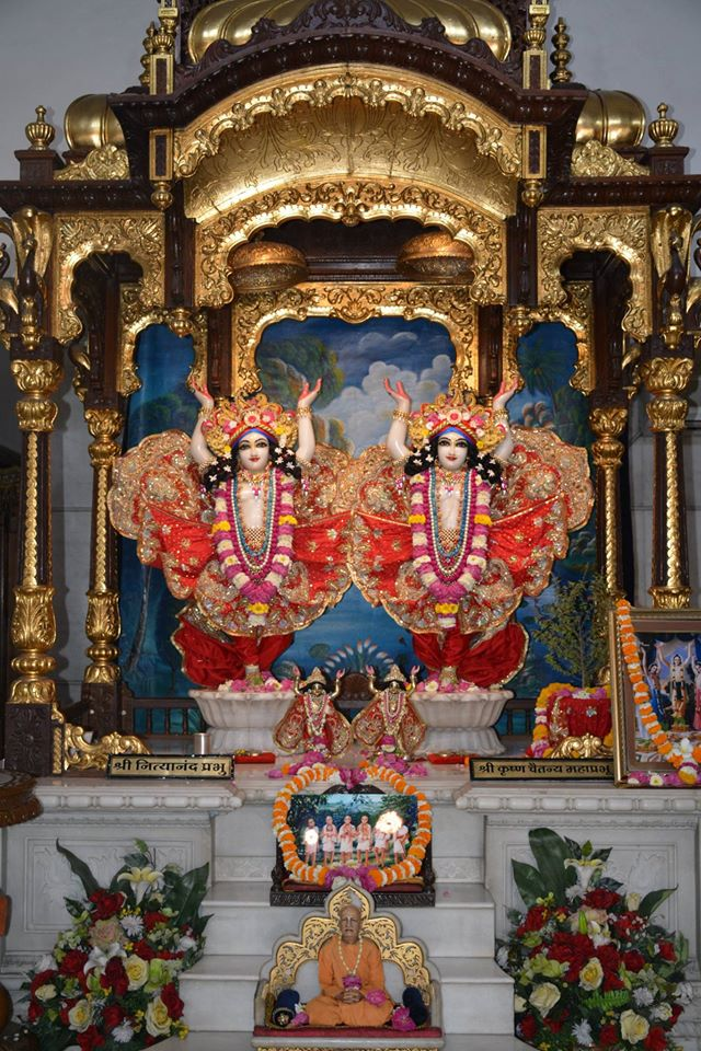 ISKCON Ujjain Deity Darshan 04 April 2016  (21)
