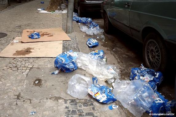 bruno rezende, coluna zero, fotografia, rio de janeiro, carnaval, poluicao, lixo, reciclagem, meio ambiente, ipanema