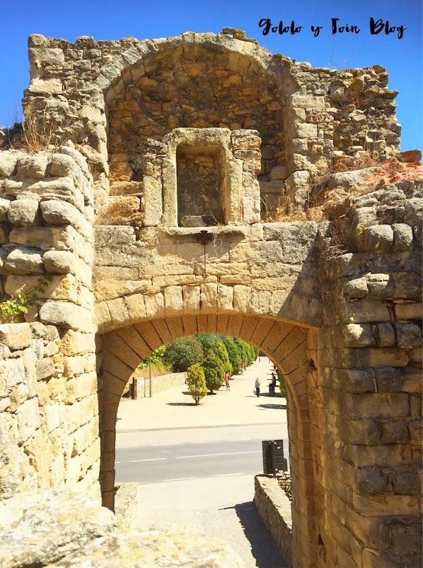 Portal de la Virgen, entrada a Peratallada