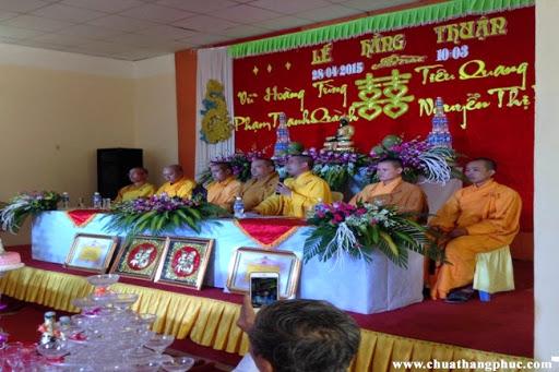 Tại chùa Thắng Phúc Hai đôi bạn trẻ tổ chức lễ Hằng thuận