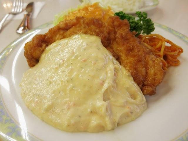 チキンより明らかにタルタルソースが多いチキン南蛮