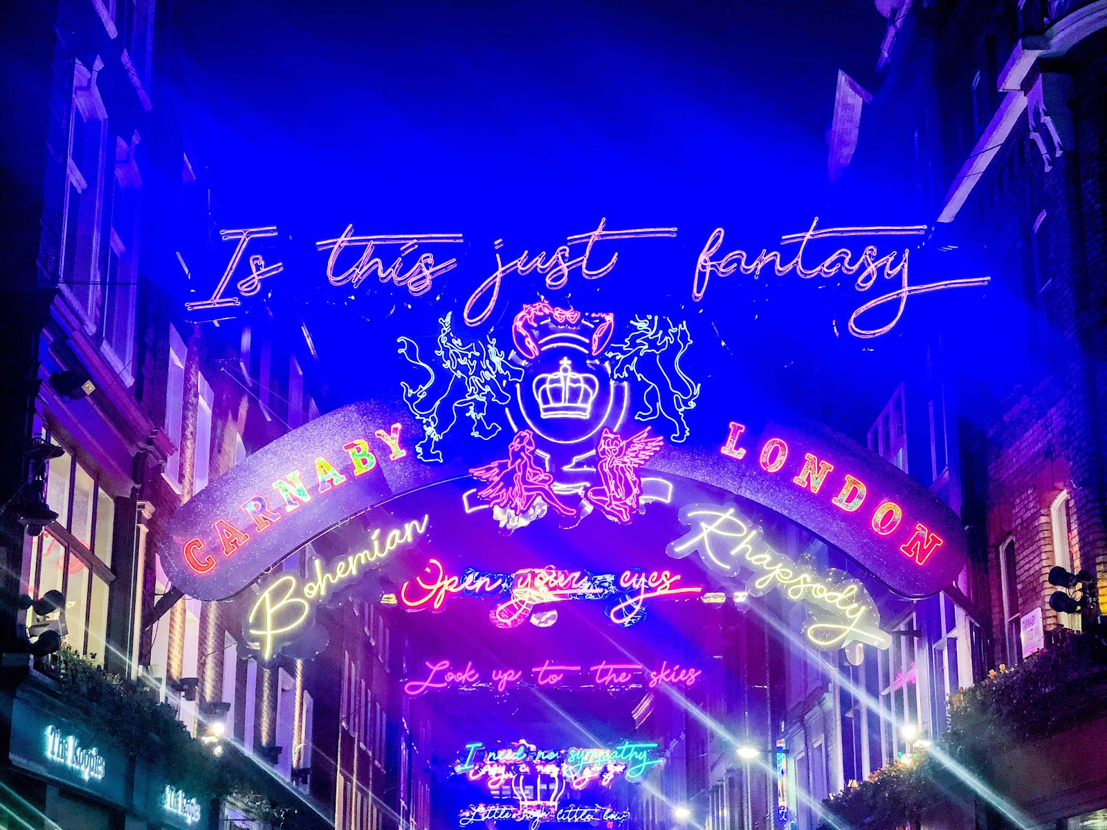 london-lifestyle-blog-top-10-things-to-do-in-soho-london-carnay-street-christmas-lights