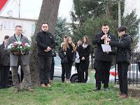 42Nyitraújlakon az Esterházy család sírja előtt.JPG
