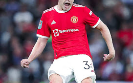 """Gary Neville: """"Ole has to pick a settled 11 and let that team build a identity."""