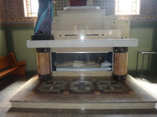 Imagem de Cristo morto, antes da vitória na Ressurreição. Santuário Sagrado Coração de Jesus, Vera Cruz/SP