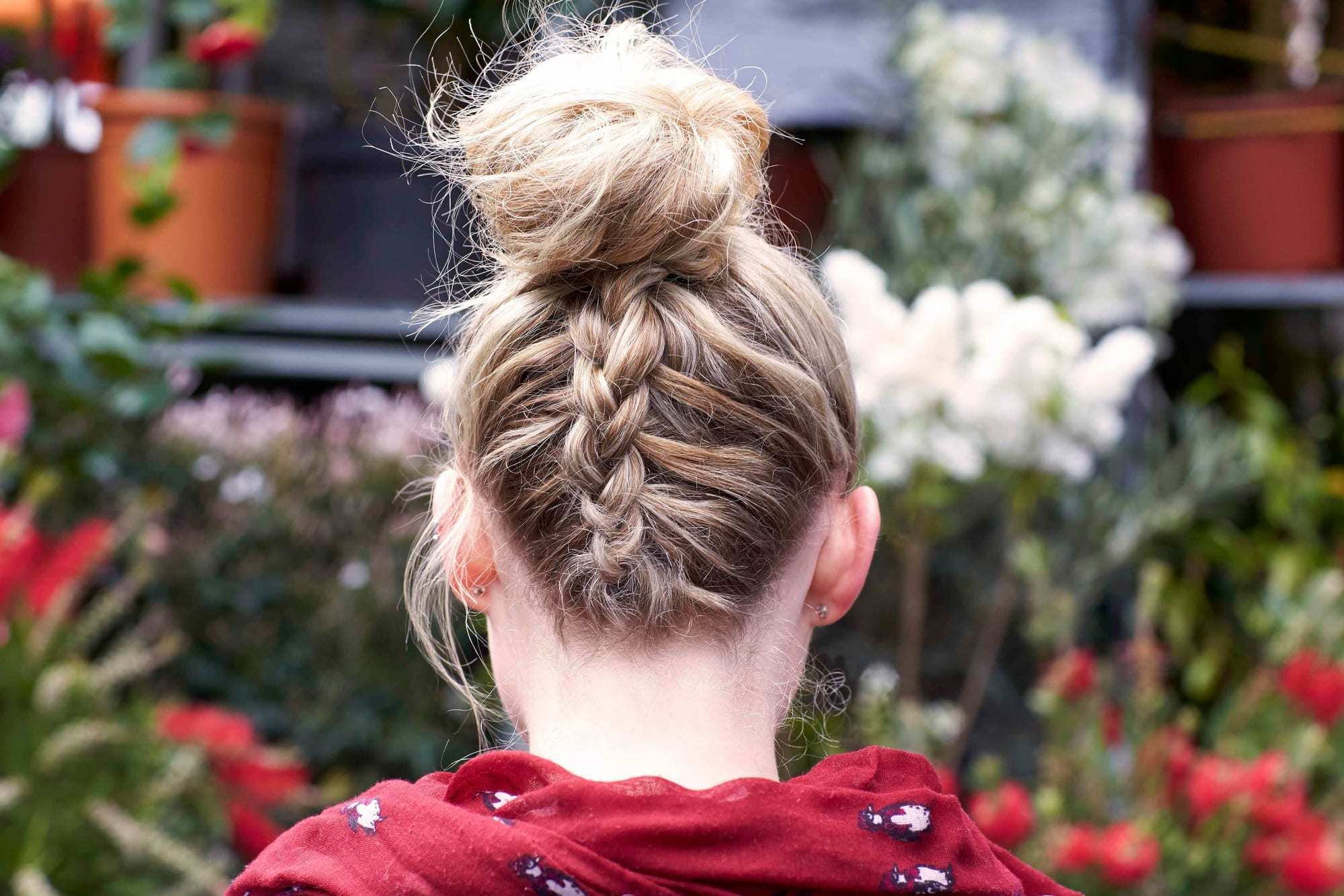 40+Latest styles Messy Buns -quick and easy ways! 17