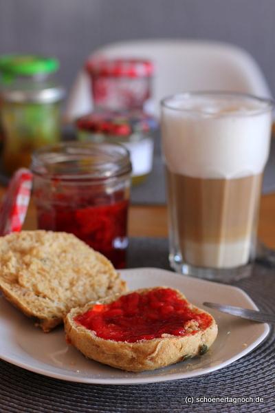 einfach nur selbstgemachte erdbeer marmelade ganz pur sch ner tag noch food blog mit. Black Bedroom Furniture Sets. Home Design Ideas