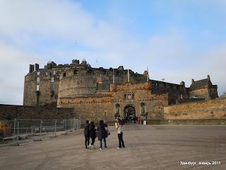 Эдинбургский замок. Вид на главные ворота.