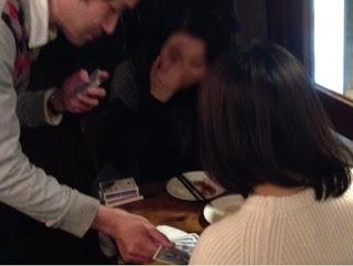 トムズキッチン 千石店でカードマジック / マジシャンひろしつちや