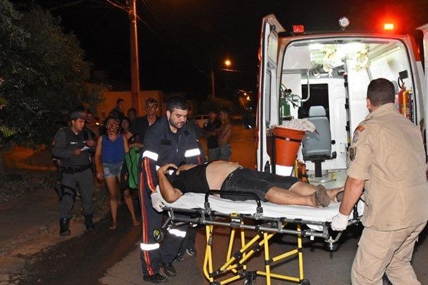 Samu-atendendo-Josuel-Martins-vitima-de-tentativa-de-homicidio-no-Jardim-Itapuã