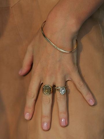 Fabulous Celebrity Wedding Rings From Salma Hayek, Jessica Alba And Miranda  Kerr.