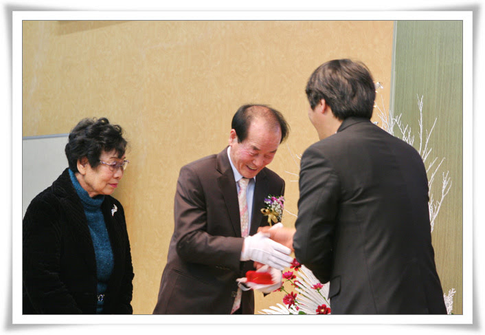2012. 12. 16. 항존직 은퇴_김무용안수집사 (3).jpg