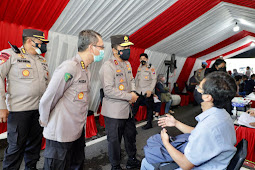 Kapolda Jatim Melakukan Peninjauan Gerai Vaksinasi Presisi di Taman Bungkul