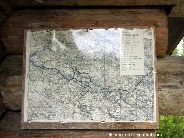 На стене навеса висит карта местности