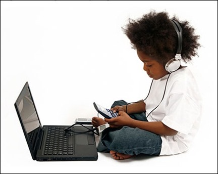 kids-multitasking-multiple-devices