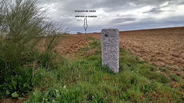 Posible ubicación Mojón 1º. Al fondo hito La Rasa La Cabeza.jpg
