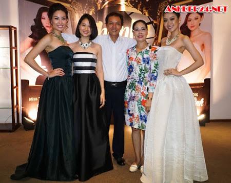 Trương Nam Thành cầu hôn bạn gái Phạm Thùy Linh