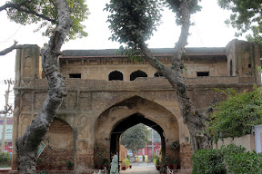 Main gate from the inside of Gulabi-Bagh