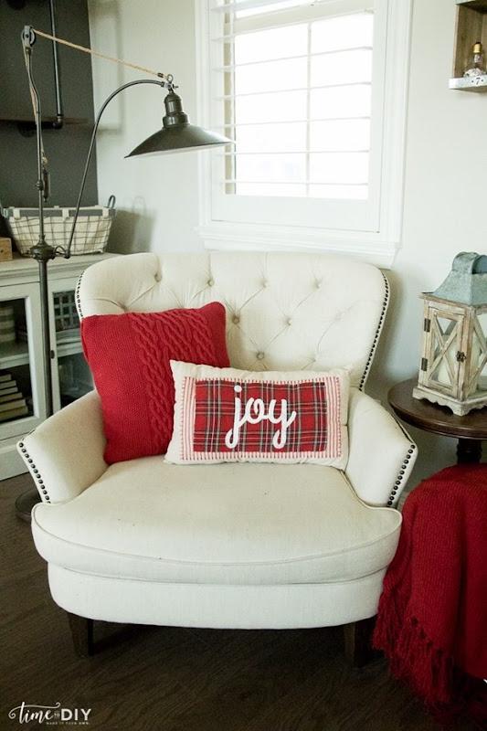 no-sew-plaid-christmas-pillow-700x1050