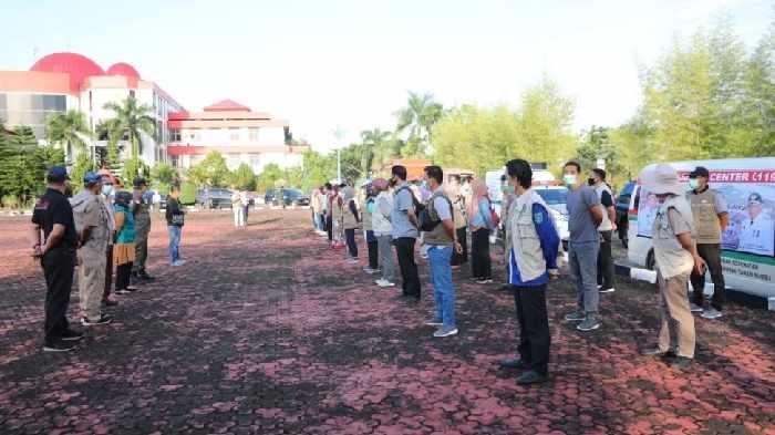 Sebagai bentuk kepedulian terhadap nasib warga yang terdampak banjir, Bupati Sudian Noor menurunkan puluhan tenaga kesehatan untuk membantu Kabupaten Tanah Laut.