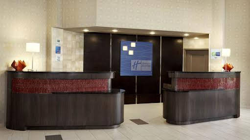 Holiday Inn Express and Suites Naples Downtown 5th Ave