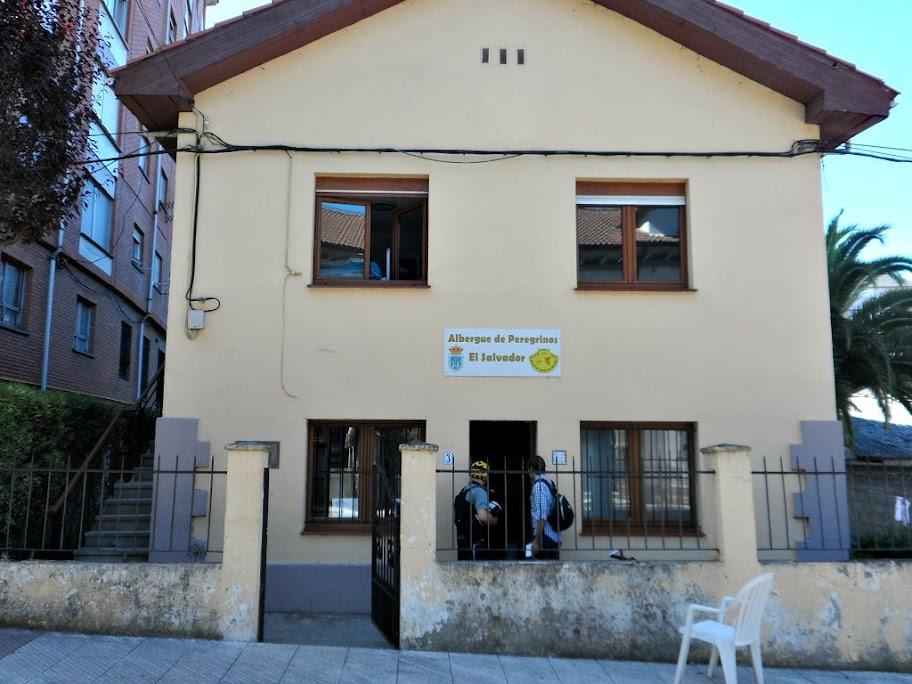 La afluencia de peregrinos desborda el albergue de El Salvador de Oviedo