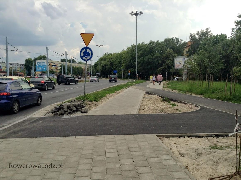 Ten znak także powinien znaleźć się przed przejazdem dla rowerów.