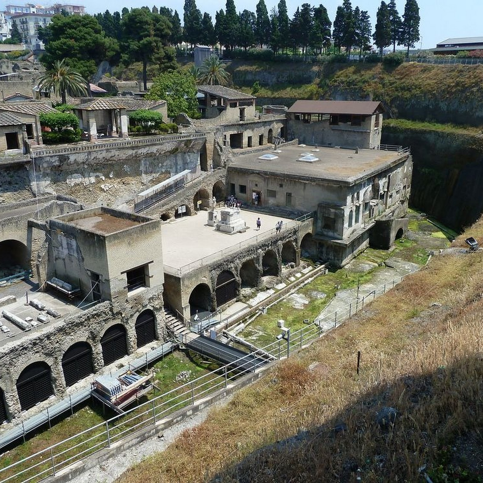 Herculaneum: Pompeii's Less Famous Neighbor