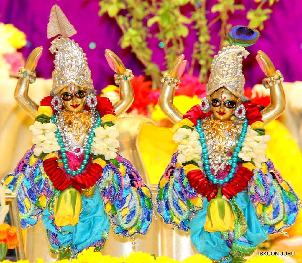ISKCON Juhu Sringar Deity Darshan on 28th April 2016 (49)