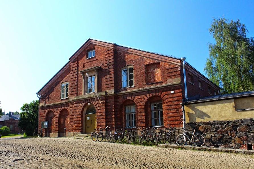 suomenlinna houses brick