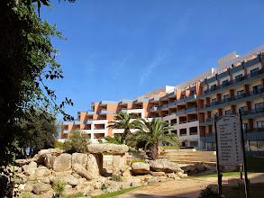 Photo: 501 SPB.Qawra.hôtel Dolmen, hôtel, dolmen dans espace central interne