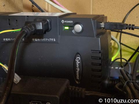 CyberPower CP550JPにQNAP TS-453Dのコンセントを差しUSBケーブルでつなげる
