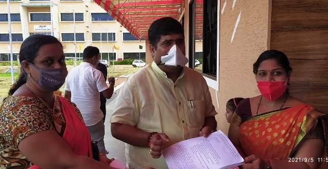 Teachers demand for State Govt- ಪ್ರಾಥಮಿಕ ಶಾಲಾ ಶಿಕ್ಷಕರಿಗೆ ಹಳೆಯ ನಿಶ್ಚಿತ ಪಿಂಚಣಿ ಜಾರಿಗೊಳಿಸಲು ರಾಜ್ಯ ಸರ್ಕಾರಕ್ಕೆ ಒತ್ತಾಯ