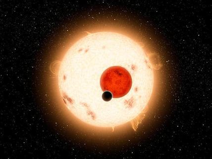 ilustração de um exoplaneta orbitando duas estrelas