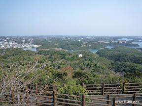 横山展望台からの眺めです。左手に見えるのが志摩の中心街?的な鵜方です。