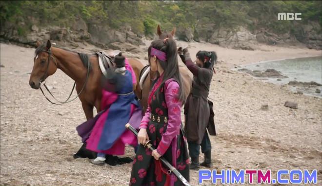 Đố kị với Kim So Hyun, nữ phụ Quân Chủ tự tay xẻo thịt mình - Ảnh 1.