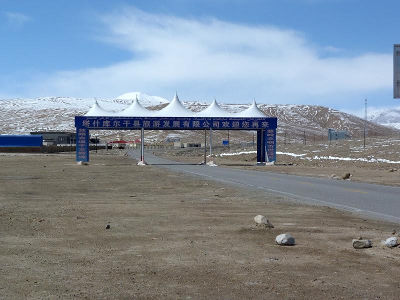 XINJIANG. Karakoram Highway, lune des plus haute route au monde, en passant a 4400 m - P1280533.JPG