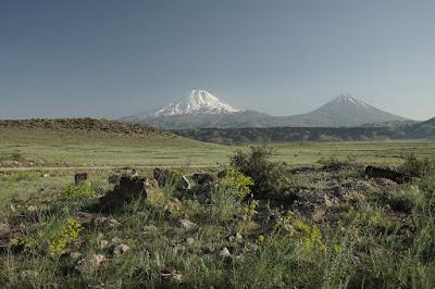 Blick auf die zwei Gipfel des Ararat