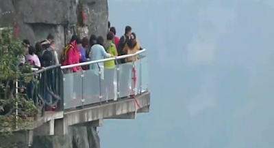 Tianmen skywalk wisata ekstrem di china