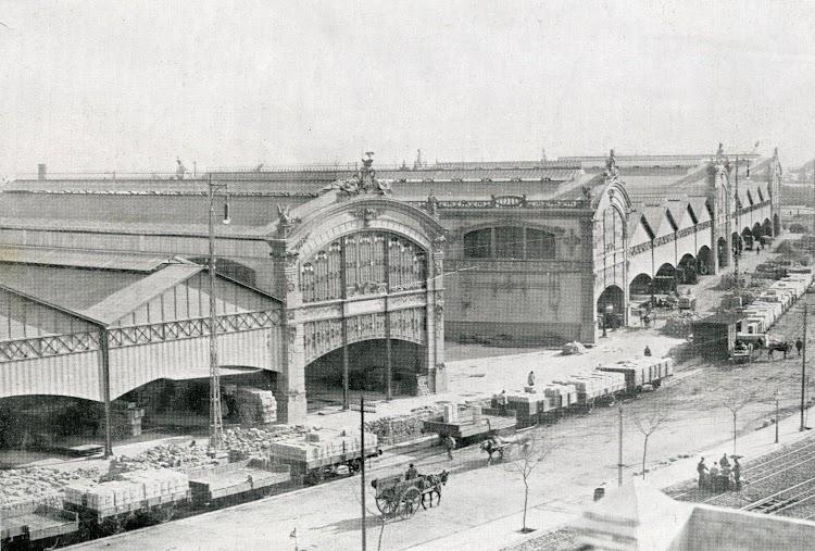 Vista general de los depositos 4 y 5. Del libro Puerto de Valencia. Memoria Sobre el Progreso y Estado de las Obras durante el Año 1913.JPG