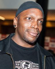 Derrick Green − lead vocals