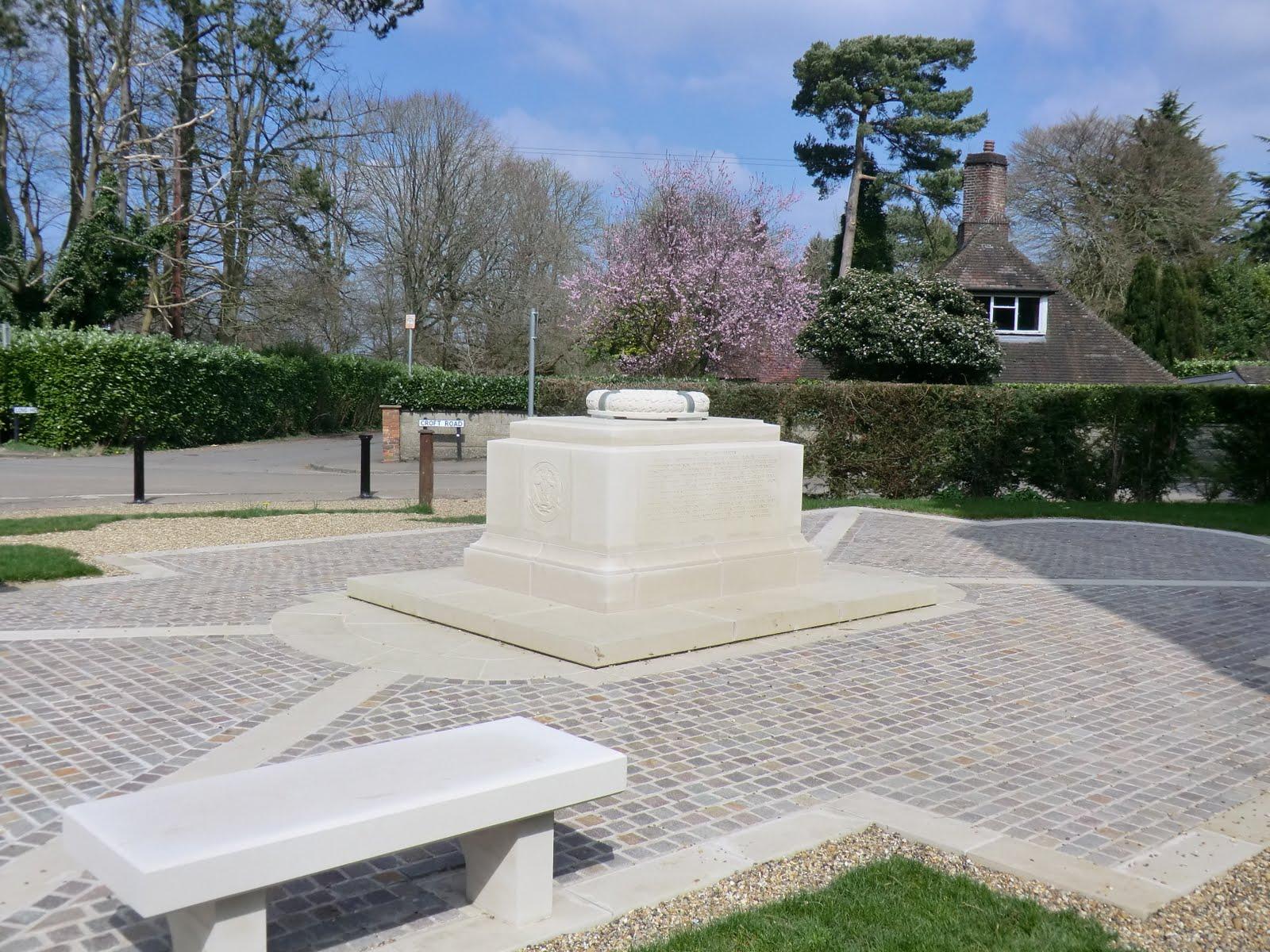 CIMG7469 War memorial, Woldingham