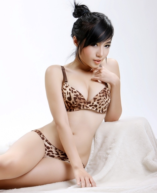 elly tram ha  hottest girl in vietnam pak fun box