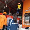 Melihat Pramuka SMAN Kota Mojokerto Latihan ketrampilan Tali Temali