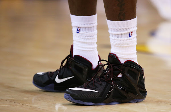James Goes Back to LeBron 12 Elite With a Brand New PE in Game 2